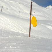 Main géante en mousse snowpark