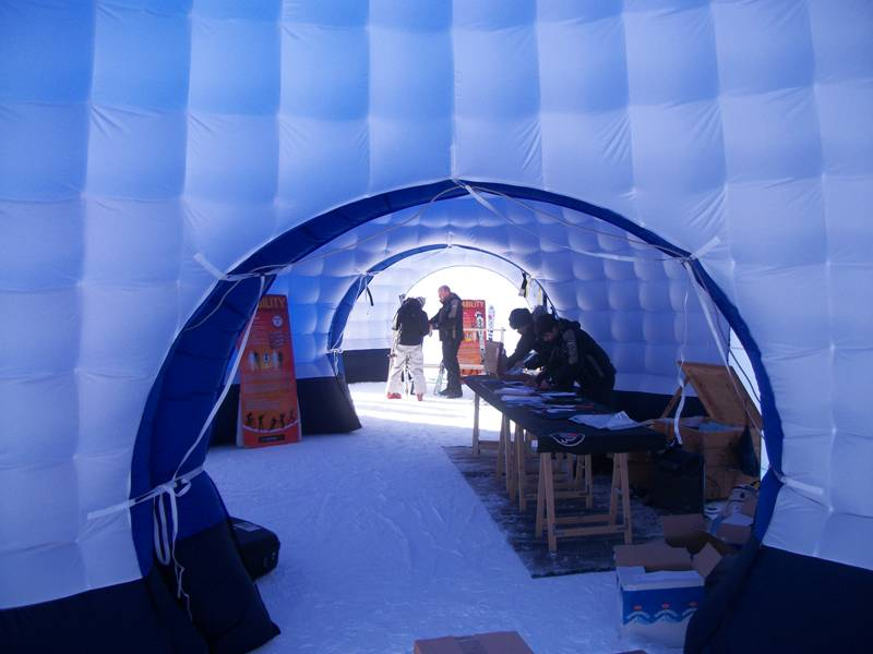 Stand igloo gonflable cap mer et montagne for Interieur igloo